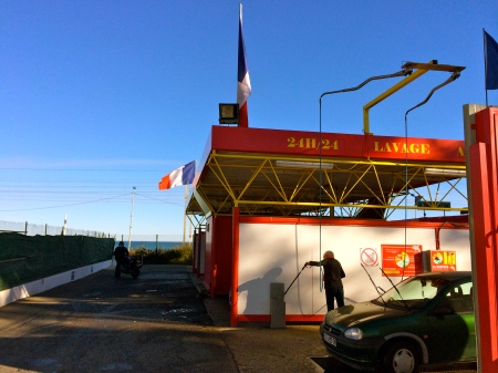 Do it yourself -- Car wash in France